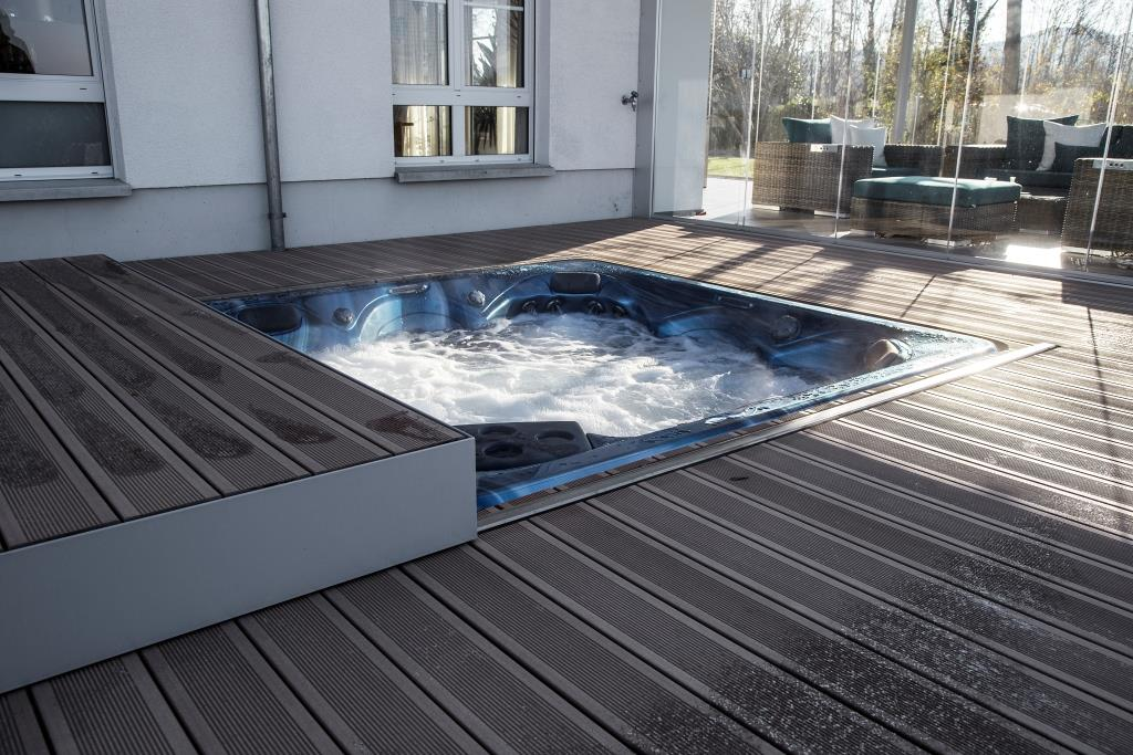 whirlpool in terrassendeck integriert fs montagen. Black Bedroom Furniture Sets. Home Design Ideas